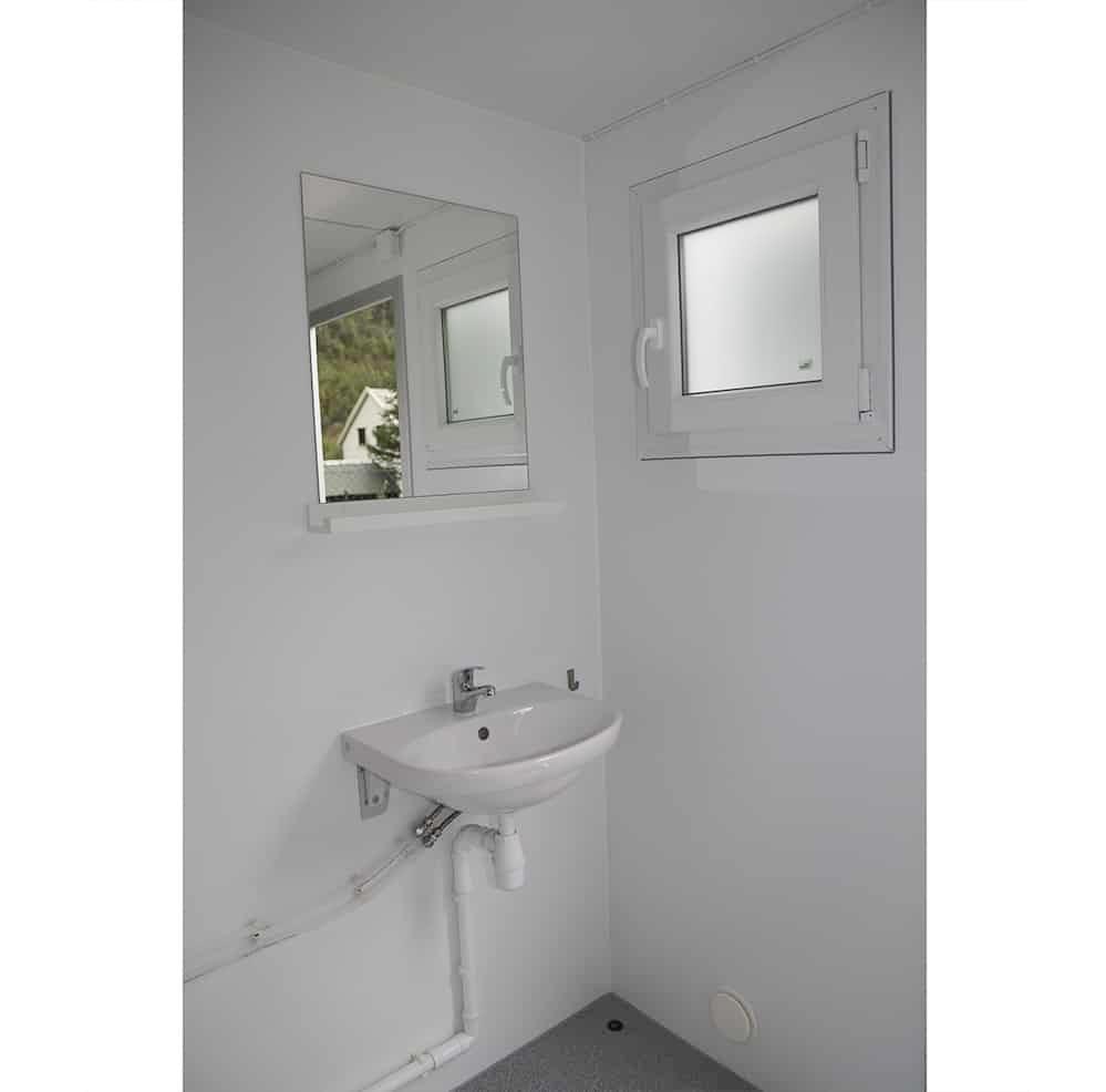 Anrpro-500MB-toalettbrakke-med-dusj-for-3-personer-innsiden-3